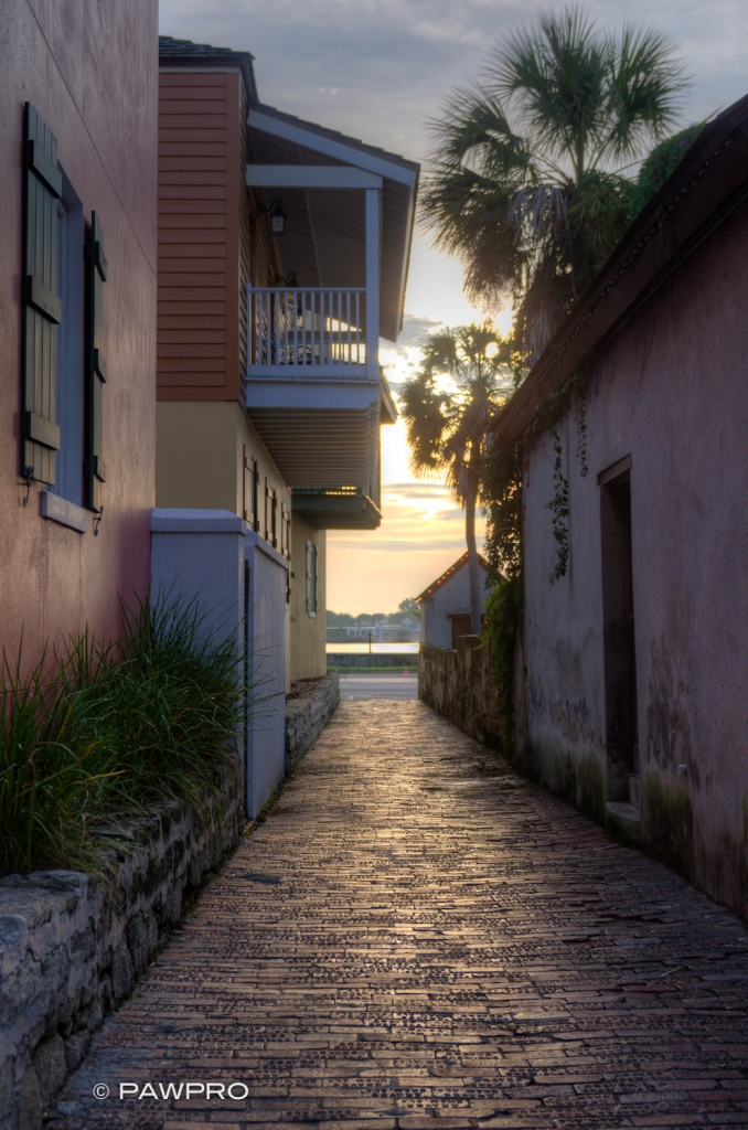 Historic St. Augustine, FL side street. ©Pawpro Media